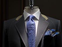 Onvolledig jasje bij een (horizontale) kleermakerswinkel Stock Foto