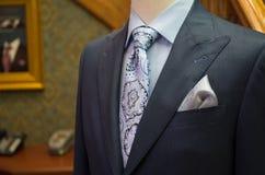 Onvolledig jasje bij een kleermakerswinkel stock foto's