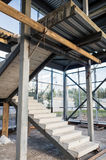 Onvolledige concrete verticale trap, Stock Afbeeldingen
