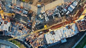 Onvolledige flats op een bouwwerf Mening van hierboven stock video