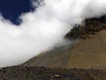 Onvruchtbaar Hoger Himalayagebergte tijdens Moesson royalty-vrije stock foto