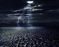 Onweer bij de Woestijn Stock Foto's