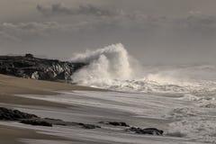 Onweer in de kust stock afbeeldingen
