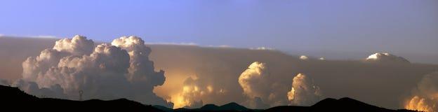Onweer in de zomer Stock Foto's