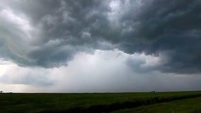 Onweer die Bliksem Illinois achtervolgen stock footage