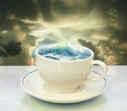 Onweer in een theekopje Royalty-vrije Stock Afbeelding