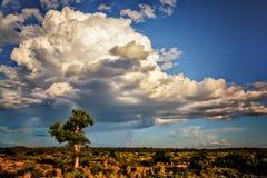 Onweer het brouwen over het binnenland Australië royalty-vrije stock afbeeldingen