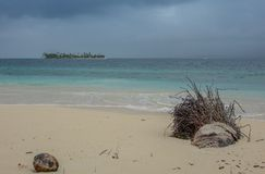 Onweer in het strand van paradijs royalty-vrije stock afbeelding