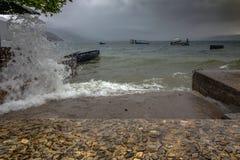 Onweer in Ohrid-Meer in het Kwart van de Vissers royalty-vrije stock fotografie