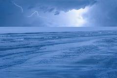 Onweer op het overzees in de nacht Royalty-vrije Stock Afbeelding