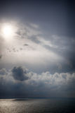 Onweer op het overzees na een regen Royalty-vrije Stock Afbeeldingen