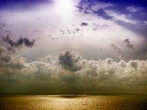 Onweer op het overzees na een regen Royalty-vrije Stock Foto