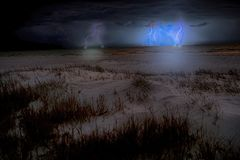 Onweer op het strand Stock Foto
