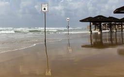 Onweer op het strand Stock Afbeeldingen