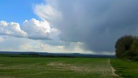 Onweer over de landbouwgrond van Wiltshire Stock Foto's