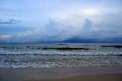 Onweer over de oceaan royalty-vrije stock fotografie