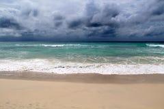 Onweer over de oceaan Royalty-vrije Stock Foto