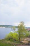 Onweer over de rivier Stock Afbeeldingen