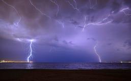 Onweer over de Straat van Messina Stock Foto's