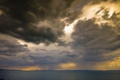 Onweer over het meer Balaton Stock Afbeeldingen