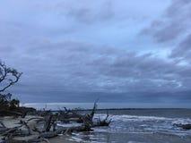 Onweer over het strand Stock Afbeeldingen