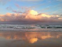 Onweer over oceaan Royalty-vrije Stock Foto's