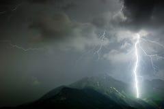 Onweersbui in de alpen Stock Foto