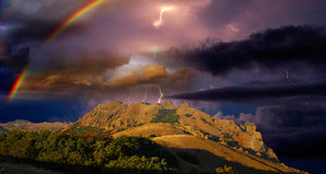 Onweersbui en regenboog in de Krim Royalty-vrije Stock Foto's