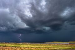 Onweersbui met donkere wolken en hemel Royalty-vrije Stock Afbeelding