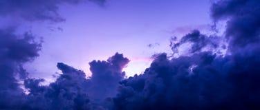 Onweerswolk op de hemel Stock Afbeelding