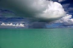 Onweerswolk over lagune Stock Afbeelding