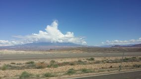 Onweerswolken boven Berg in Woestijn St George Utah royalty-vrije stock foto