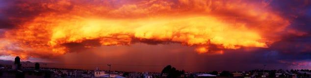 Onweerswolken in de middag royalty-vrije stock foto