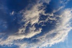 Onweerswolken door de zon worden verlicht die Royalty-vrije Stock Foto