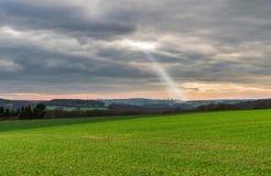 Onweerswolken en landschap Royalty-vrije Stock Afbeeldingen