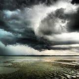 Onweerswolken langs stranden in Penang-Eiland Maleisië Royalty-vrije Stock Foto