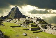 Onweerswolken in machu-Picchu Stock Afbeeldingen