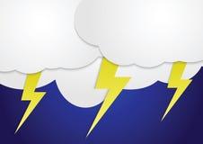 Onweerswolken met gele bliksembouten Stock Fotografie