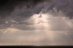 Onweerswolken op het overzees Stock Foto