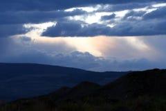 Onweerswolken over bergen Royalty-vrije Stock Afbeelding