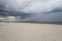 Onweerswolken over het overzees royalty-vrije stock afbeeldingen
