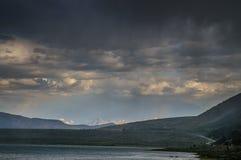 Onweerswolken over monomeer Stock Foto's