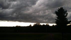 Onweren die, onweersbuien, slecht weer binnen rollen Stock Afbeeldingen