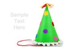 onwhite del sombrero del cumpleaños del Polca-punto con el espacio de la copia Imagen de archivo libre de regalías