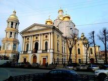 Onze Dame van Vladimir Church in zonneschijn heilige-Petersburg stock afbeelding