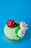 Onzelieveheersbeestje cupcake royalty-vrije stock afbeelding
