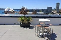 Oof покрывает балкон с городским взглядом горизонта Сиднея Стоковое Изображение RF