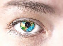 Oog met Aardeplaneet royalty-vrije stock fotografie