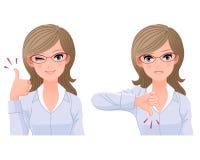 Oog-slijtage glazenvrouw met duim-omhoog en beneden Royalty-vrije Stock Foto