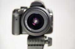 Oog van een digitale camera in fotostudio Dichte omhooggaand van de lens Stock Foto